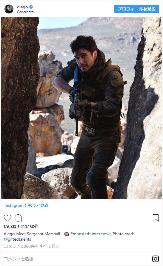 """映画の武器は""""剣""""ではなく""""銃""""!?(写真はディエゴ・ボネータ公式Instagramのスクリーンショット)"""