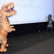 松坂大輔投手、ティラノサウルスを渾身のストレートで撃退!