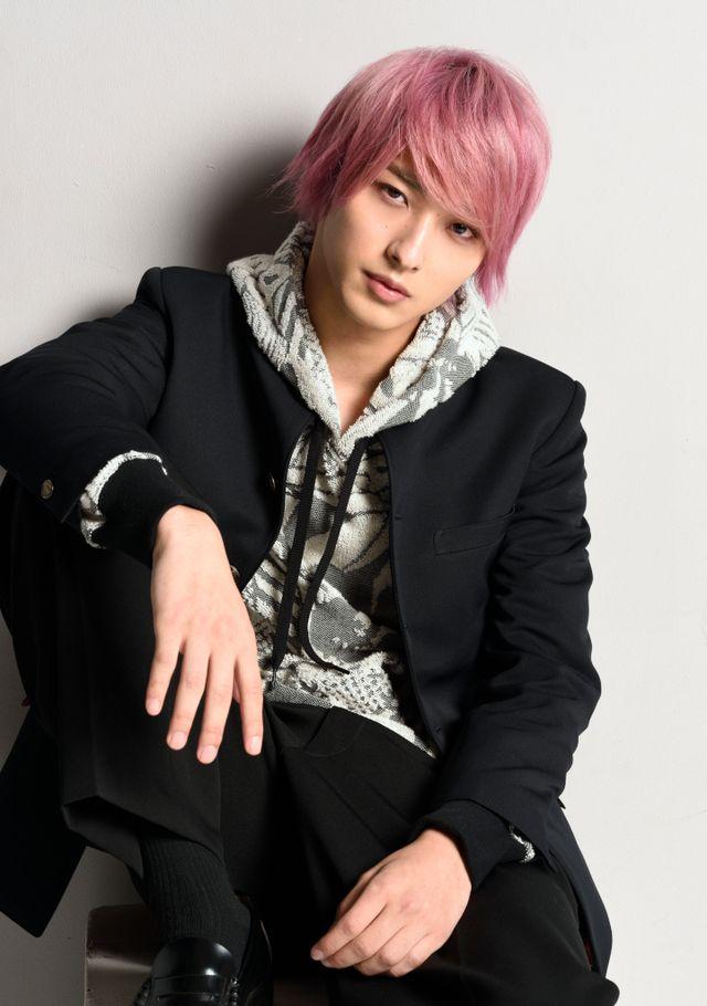 横浜流星がピンク髪に!深田恭子主演「初めて恋をした日に読む話