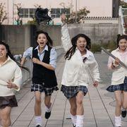 制服姿の篠原涼子が大暴れ!『SUNNY』メイキング映像