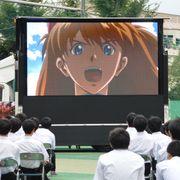 『ヱヴァンゲリヲン新劇場版』夏休みの開成で野外上映!学生ら熱狂