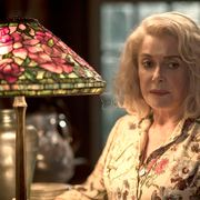 カトリーヌ・ドヌーヴが実娘と母娘役で共演 『アンティークの祝祭』予告編公開