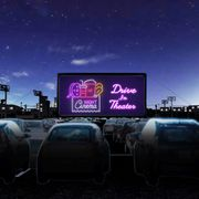 イオンモール幕張で無料ドライブインシアター『SING/シング』『バーレスク』上映