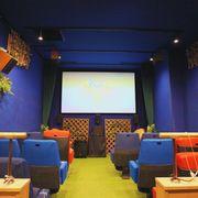 バリアフリーの映画館「CINEMA Chupki TABATA」再開 喜びと深刻な問題