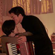 「愛の不時着」の耳野郎こと、キム・ヨンミンが出演『チャンシルさんには福が多いね』1月公開