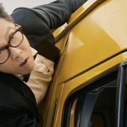 スリムなドニー・イェンが大暴れ!『燃えよデブゴン』冒頭カンフー&カーアクション映像