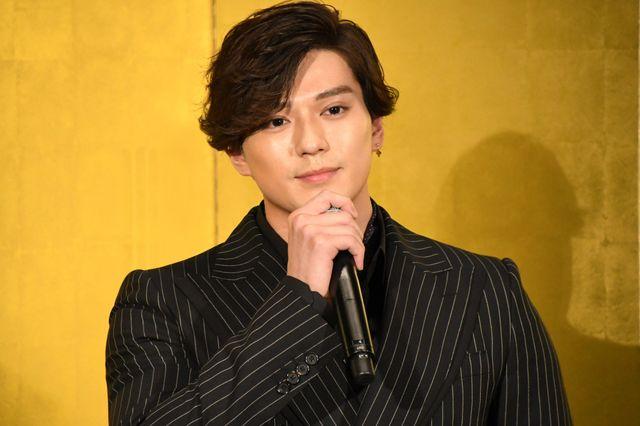 映画/新田真剣佑『ブレイブ -群青戦記-』で共演の松山ケンイチが「まだ怖い」