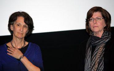 ジャネット・ゴールドウォーター監督(左)とバーバラ・アティ監督(右)