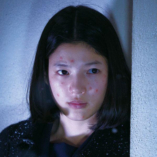 石井杏奈がニキビ面の少女を熱演