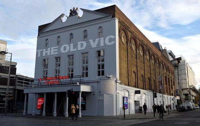 11月16日、米俳優ケヴィン・スペイシー氏が2015年まで芸術監督を務めた英ロンドンの劇場、オールド・ヴィック・シアターは、スペイシー氏からセクハラ行為を受けたとの訴えが、同劇場関係の20人の男性から寄せられていると明らかにした