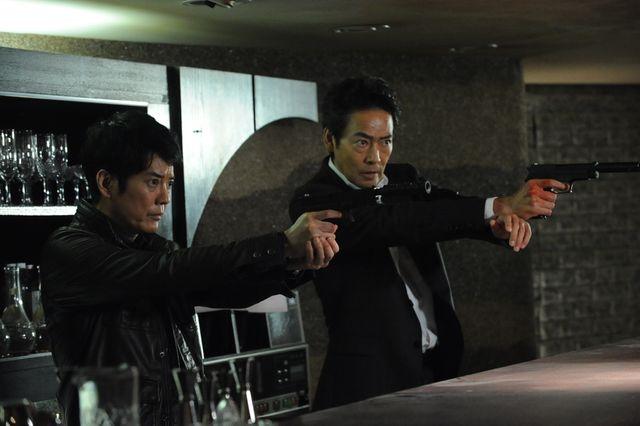 獅堂現馬(左)、CTU本部長・郷中(右)を救出せよ -「24 JAPAN」第2話より
