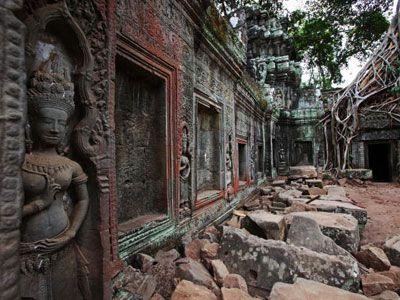 アンジーはとうとう宗教も超えてしまった!?-カンボジアのタ・プローム遺跡