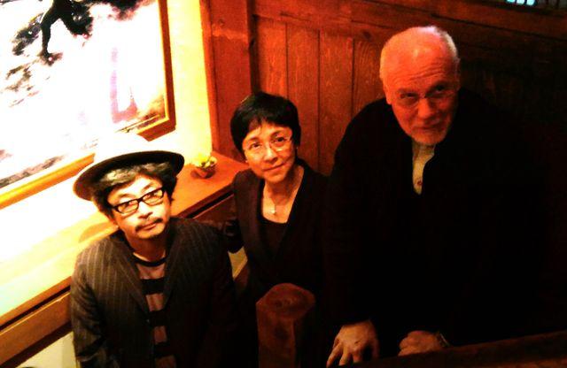 (写真左から)園子温監督、映画祭プレジデントのマリア・エレナ・デ・セナ・フェルナンデス、映画祭ディレクターのマルコ・ミュラー(東京・六本木の欅くろさわにて)