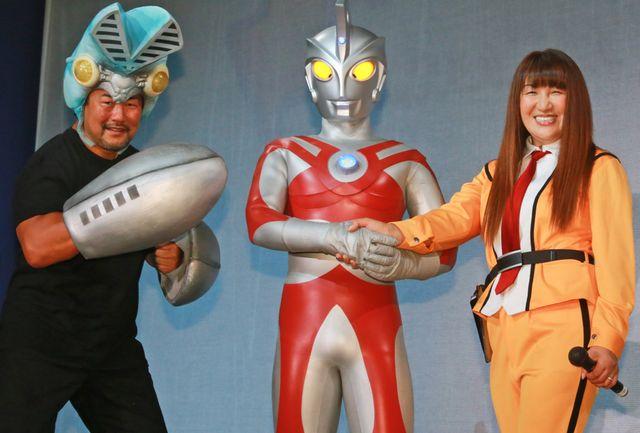 ウルトラマンと対面! 佐々木健介とウルトラマンA、北斗晶
