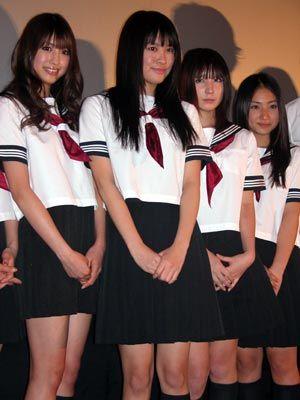制服姿がまぶしすぎるっ! (左から)有末麻祐子、飛鳥凛、仲村みう、紗綾
