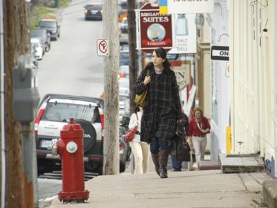 カナダの街を歩く新垣結衣-映画『ハナミズキ』より