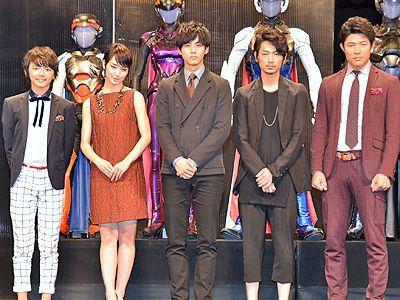 イベントに登壇した濱田龍臣、剛力彩芽、松坂桃李、綾野剛、鈴木亮平(左から)