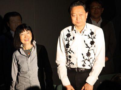 鳩山由紀夫前首相と鳩山幸夫人がチャン・ドンゴン主演作初日にそろってサプライズ登場!