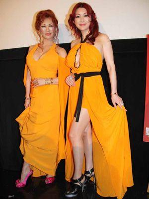 お気に入りの靴を履いて登場した(左)叶恭子と叶美香