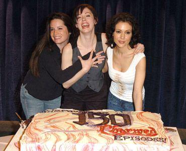 「チャームド魔女3姉妹」の150エピソード放送記念イベントにて(写真左から)3姉妹を演じているホリー・マリー・コムズ、ローズ・マッゴーワン、アリッサ・ミラノ