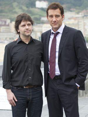 フアン・カルロス・フレスナディージョ監督と主演のクライヴ・オーウェン - 映画『イントルーダーズ(原題)』のフォトセッションにて