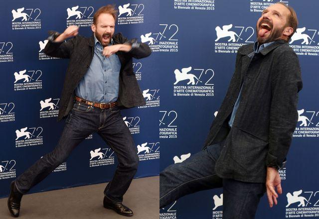 踊り狂うレイフ・ファインズ - 第72回ベネチア国際映画祭フォトコールにて
