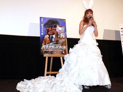 豪華なウエディングドレスで登場した神田うの