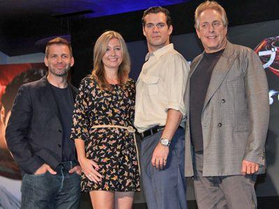 映画『マン・オブ・スティール』一行が来日! - 左からザック・スナイダー監督、デボラ・スナイダー、ヘンリー・カヴィル、チャールズ・ローヴェン