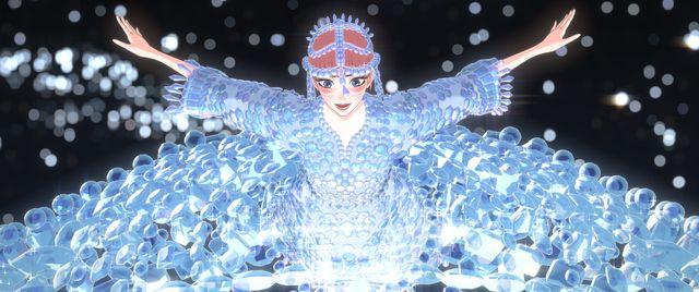 ANREALAGE(アンリアレイジ)のデザイナー・森永邦彦によるライブシーンのベルの衣装