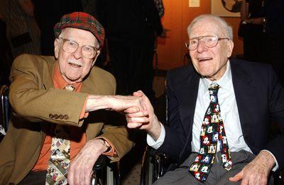 「ナイン・オールド・メン」のオリー・ジョンストンとフランク・トーマス - 画像は2004年撮影のもの