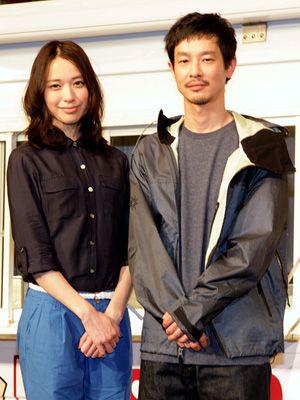 餃子をアピールした戸田恵梨香と加瀬亮