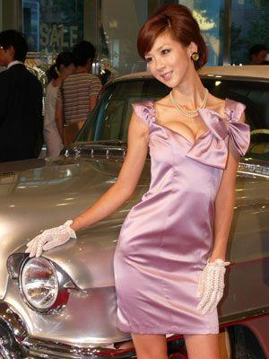 ほしのあき、色気あふれるシックなドレス姿!