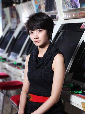 実名ゲームが登場の連続ドラマに出演する波瑠