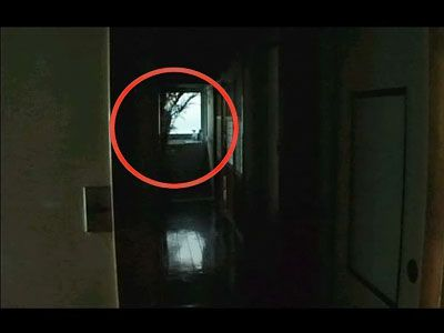 おわかりいただけただろうか……画面中央、左よりに人影が!