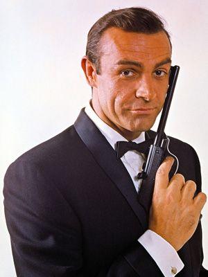 この銃が何と約3,650万円!-『007/ロシアより愛をこめて』より