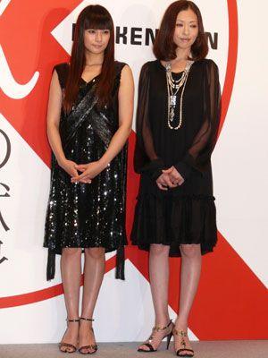 美しい曲線美を披露した柴咲コウと松雪泰子-映画『容疑者Xの献身』完成披露会見