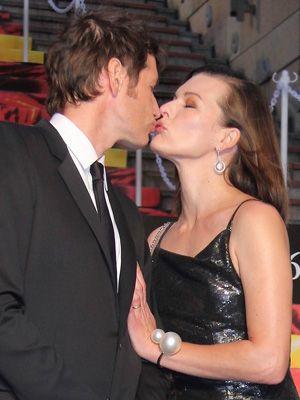 最新作『ポンペイ』を引っ提げて来日したポール・W・S・アンダーソン監督と妻で女優のミラ・ジョヴォヴィッチ