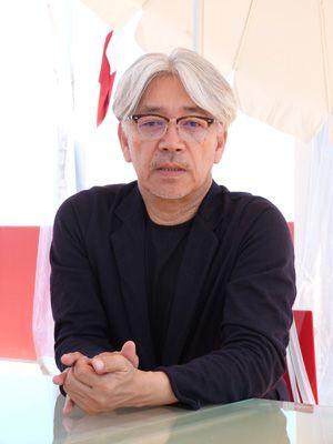 30年ぶりに『戦場のメリークリスマス』を鑑賞し思い出を語った坂本龍一