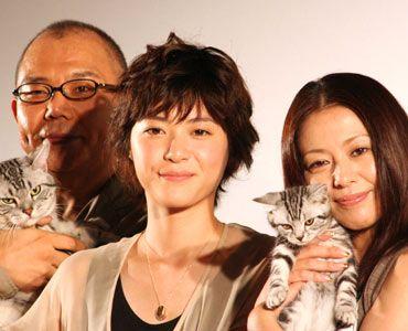 左から、犬童一心監督、上野樹里、小泉今日子と「グーグー」