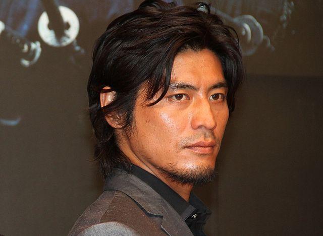 坂口憲二(2012年撮影)