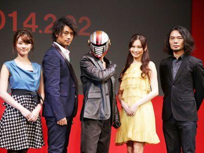 (左から)原幹恵、斎藤工、仮面ティーチャー、大政絢、守屋健太郎監督