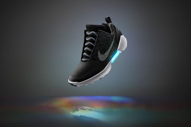 これが自動靴ひも調節機能付きの「HyperAdapt 1.0」だ! - 画像はナイキのオフィシャル