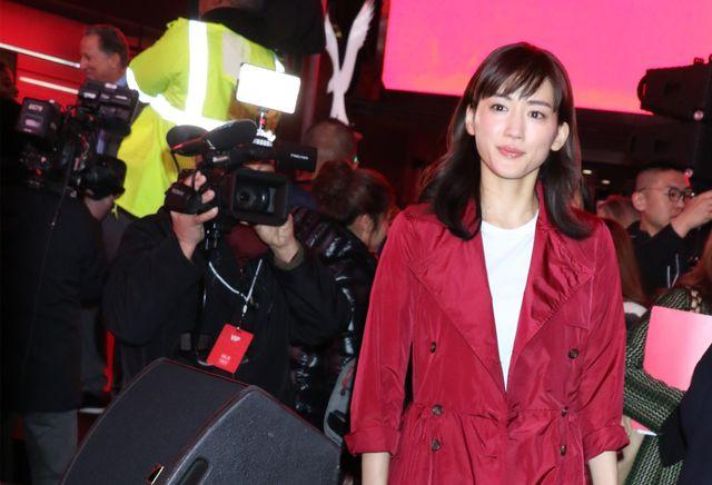 ニューヨークのタイムズスクエアで行われたイベントに登壇した綾瀬はるか