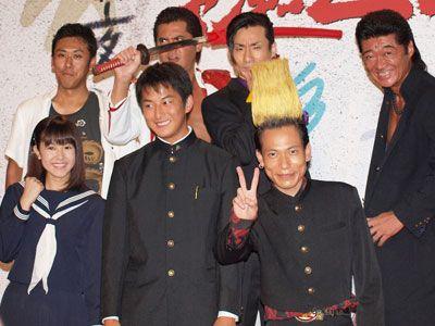 (上段左から)山口雄大監督、竹内力、なだぎ武、小沢仁志(下段左から)山本ひかる、石黒英雄、板倉俊之