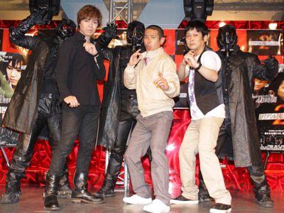 嫁よ、振り向け~!!左から-IZAM、ノッチ、安田和博