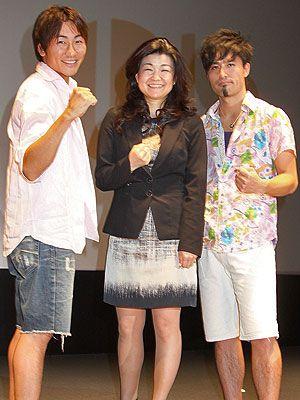 女性たちの強さに脱帽!のキマグレン(KUREI、ISEKI)と我謝京子監督(中央)