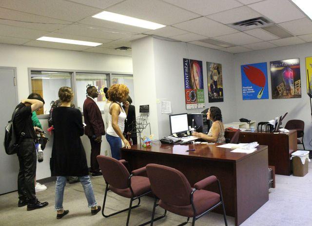 各種許可証は小さな事務所で手作業で発行される事態に