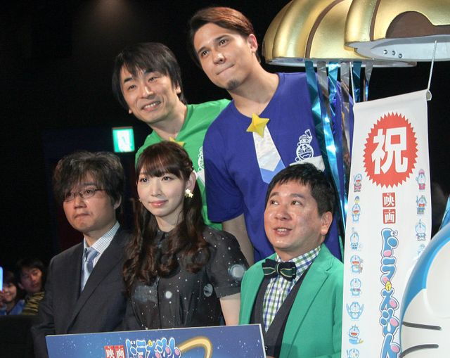 (前列左から)大杉宜弘監督、井上麻里奈、田中裕二、関智一、木村昴