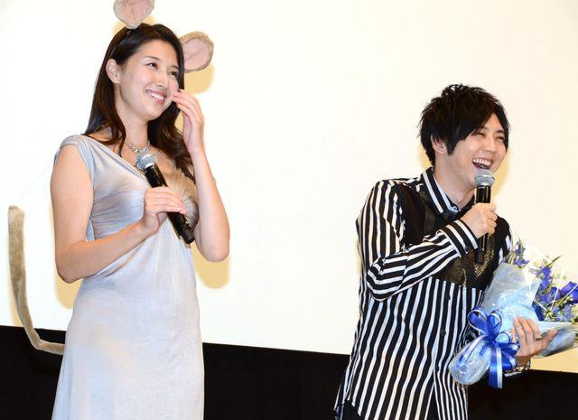 笑顔の橋本マナミ&梶裕貴