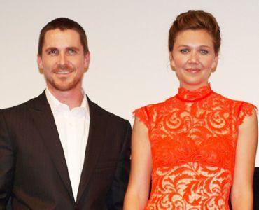 映画はトラブルに負けず成功を収めた クリスチャン・ベイル(左)マギー・ギレンホール(右)